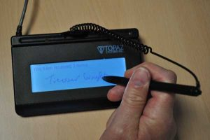 Electronic Signature Pad for Parcel Tracking